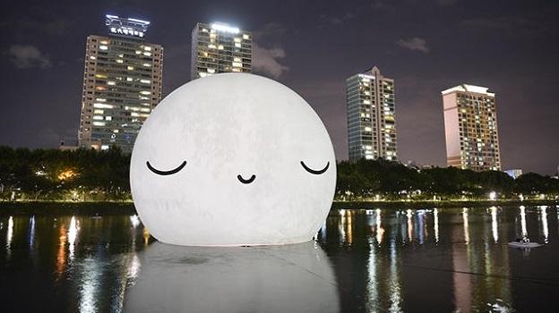 18-метровая композиция  Супер Луна в Сеуле