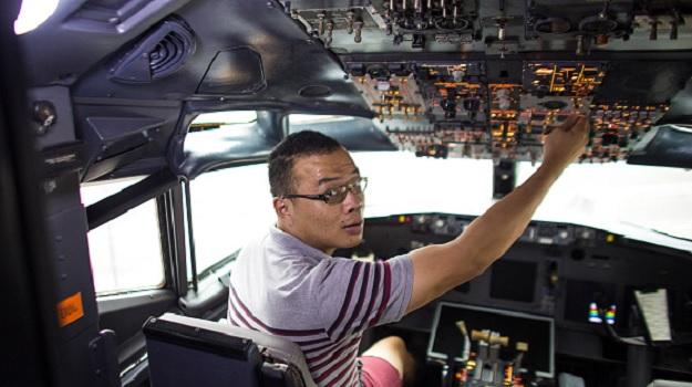 Симулятор полетов в кабине Боинг 373