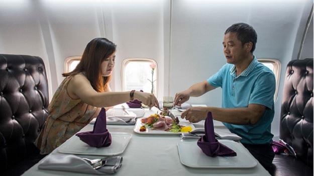 Ресторан в самолете открылся в китайском городе Ухань