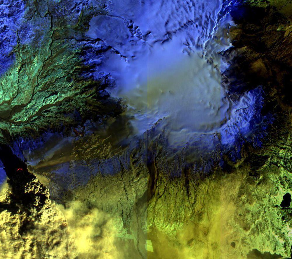 вулкан Эйяфьядлайекюдль в Исландии 17 апреля 2010 года