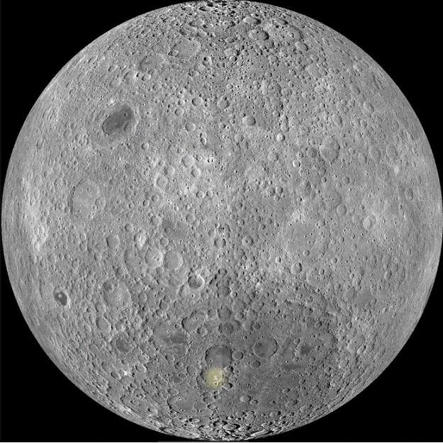 Светящийся ' X ' отмечает расположение кратера Von Karman на обратной стороне Луны.